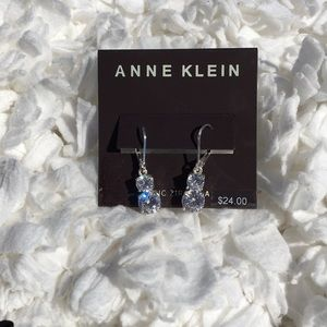 Extremely elegant and Klein drop  earrings